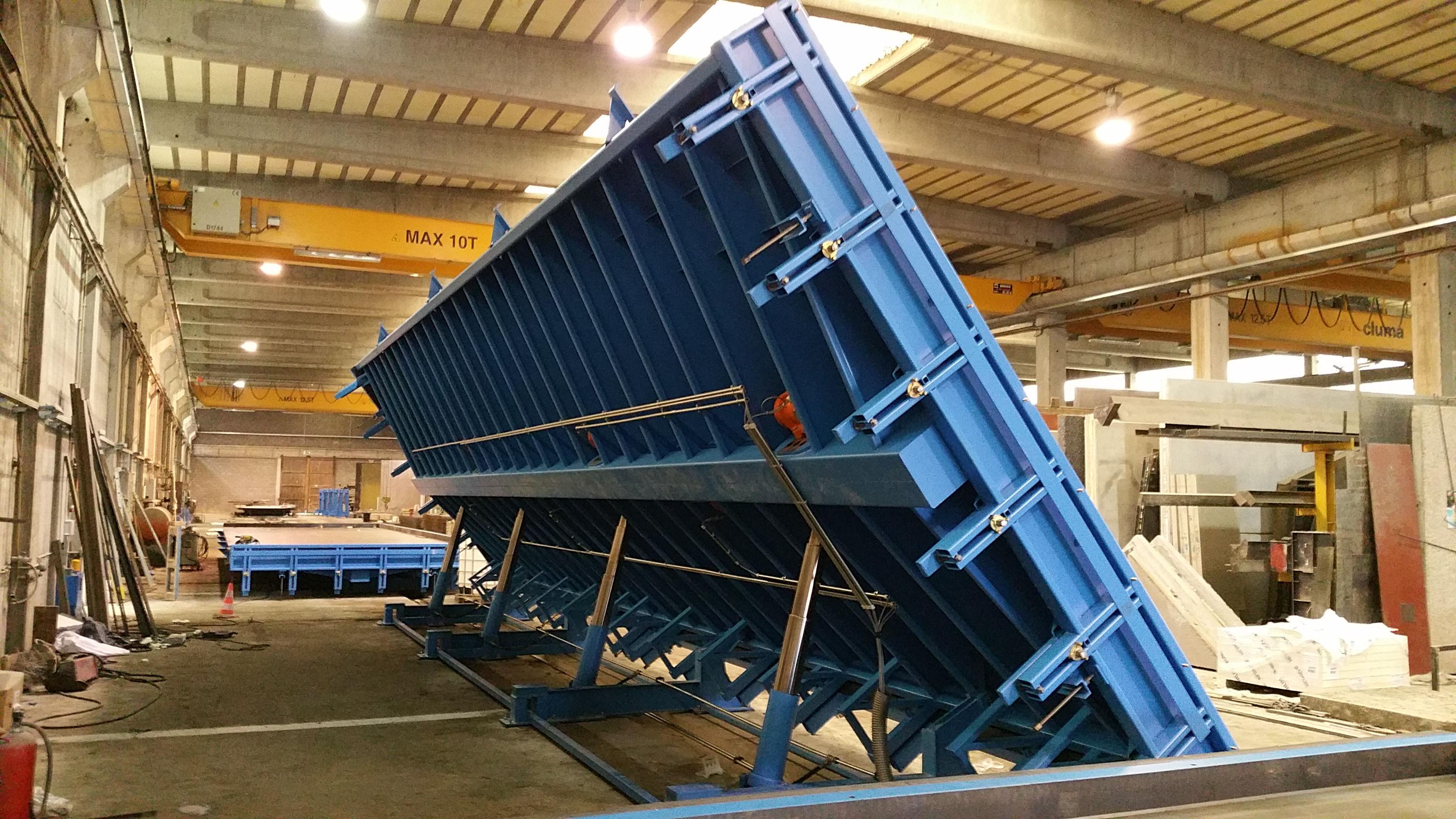 Cometal hydraulische kip-triltafel 14,00m x 4,00m