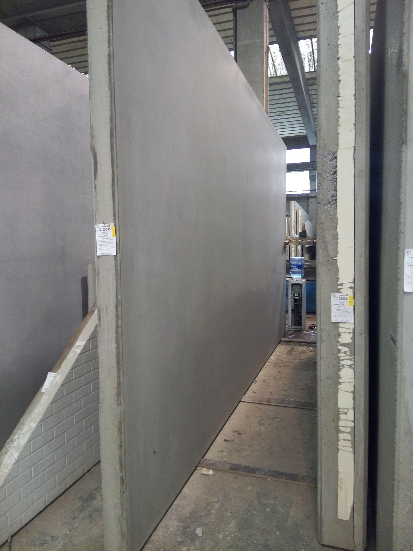Betonresultaat Cometal hydraulische kip-triltafel 14,00m x 4,00m